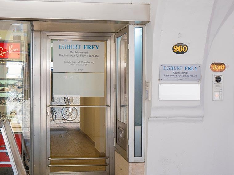Eingang zur Rechtsanwaltskanzlei in Landshut